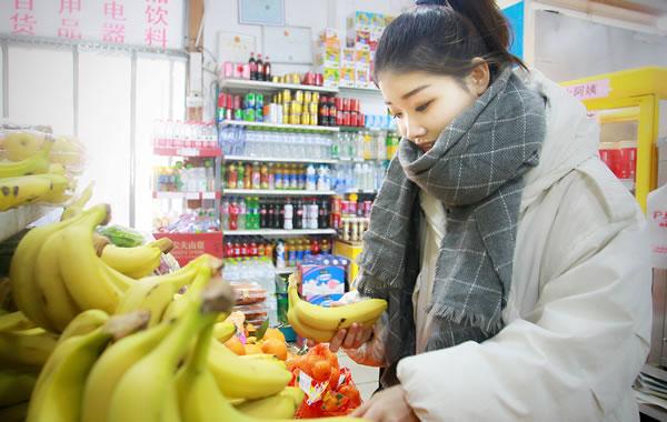 水果店老板不用美团外卖,想自建APP做电商可行吗