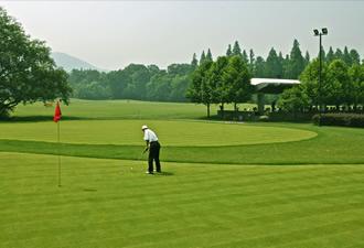 司瓦图签约韩国华侨,打造专业高尔夫门户论坛